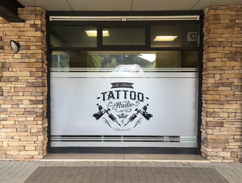 adesivi_vetrina_tattoo1